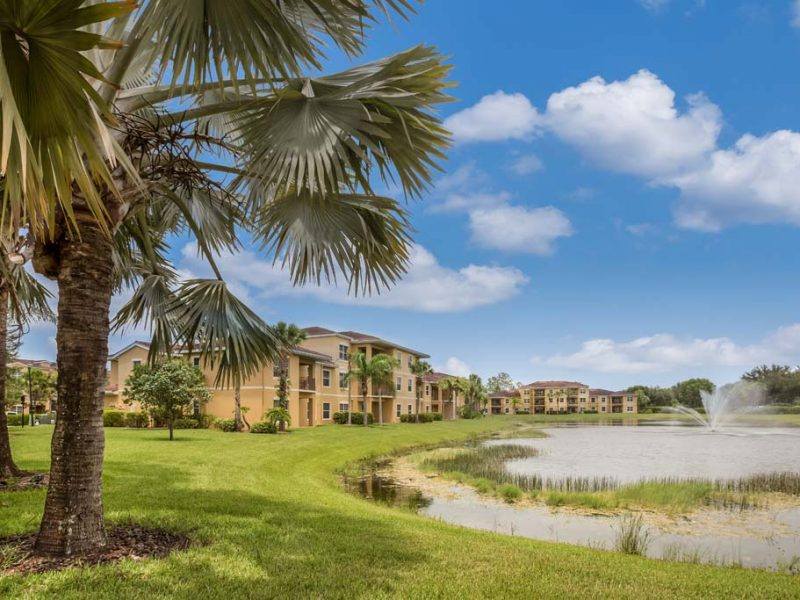 apartments_for_rent_naples_florida_tgm-malibu_lakes_apartments