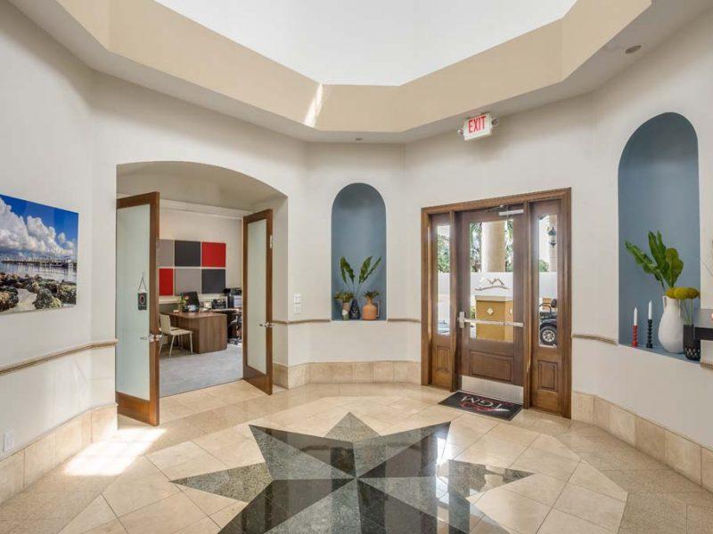 TGM Malibu Lakes Apartments Cafe Lounge 2